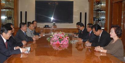 cam Choeung Sopheap (aka Yeay Phu) with Hun Sen